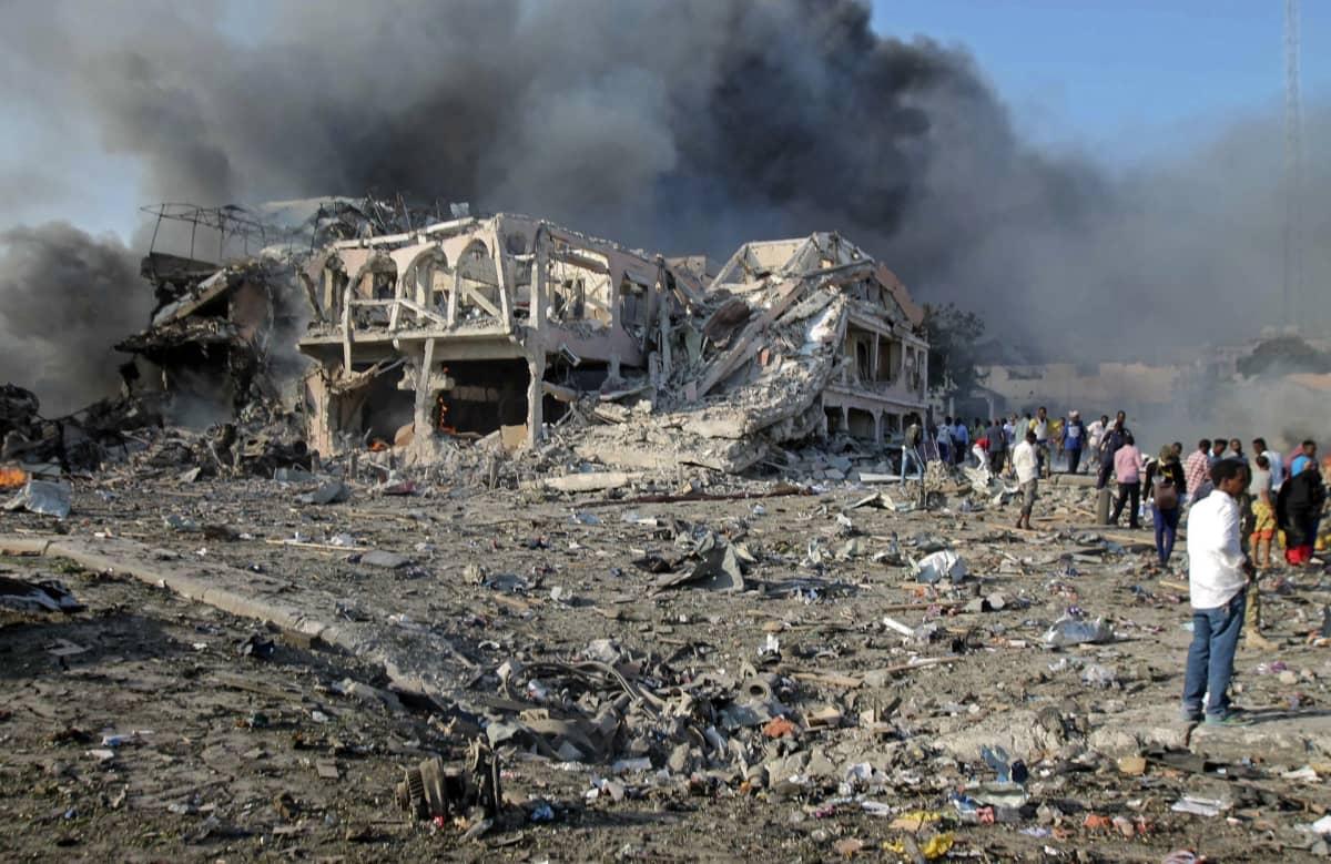 Pommi-iskun tuhoja Somalian pääkaupungissa Mogadishussa