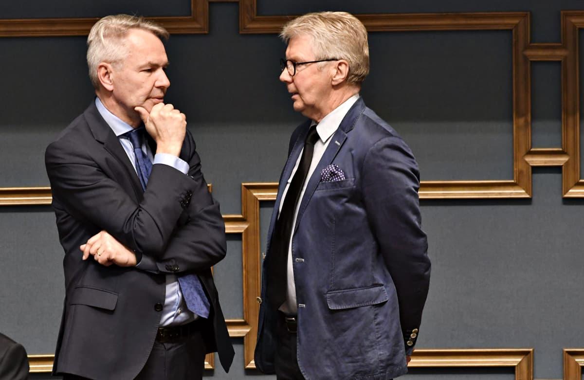 Vihreiden puheenjohtaja, ulkoministeri Pekka Haavisto ja kansanedustaja Pirkka-Pekka Petelius eduskunnan täysistunnossa Helsingissä perjantaina 14. kesäkuuta 2019.