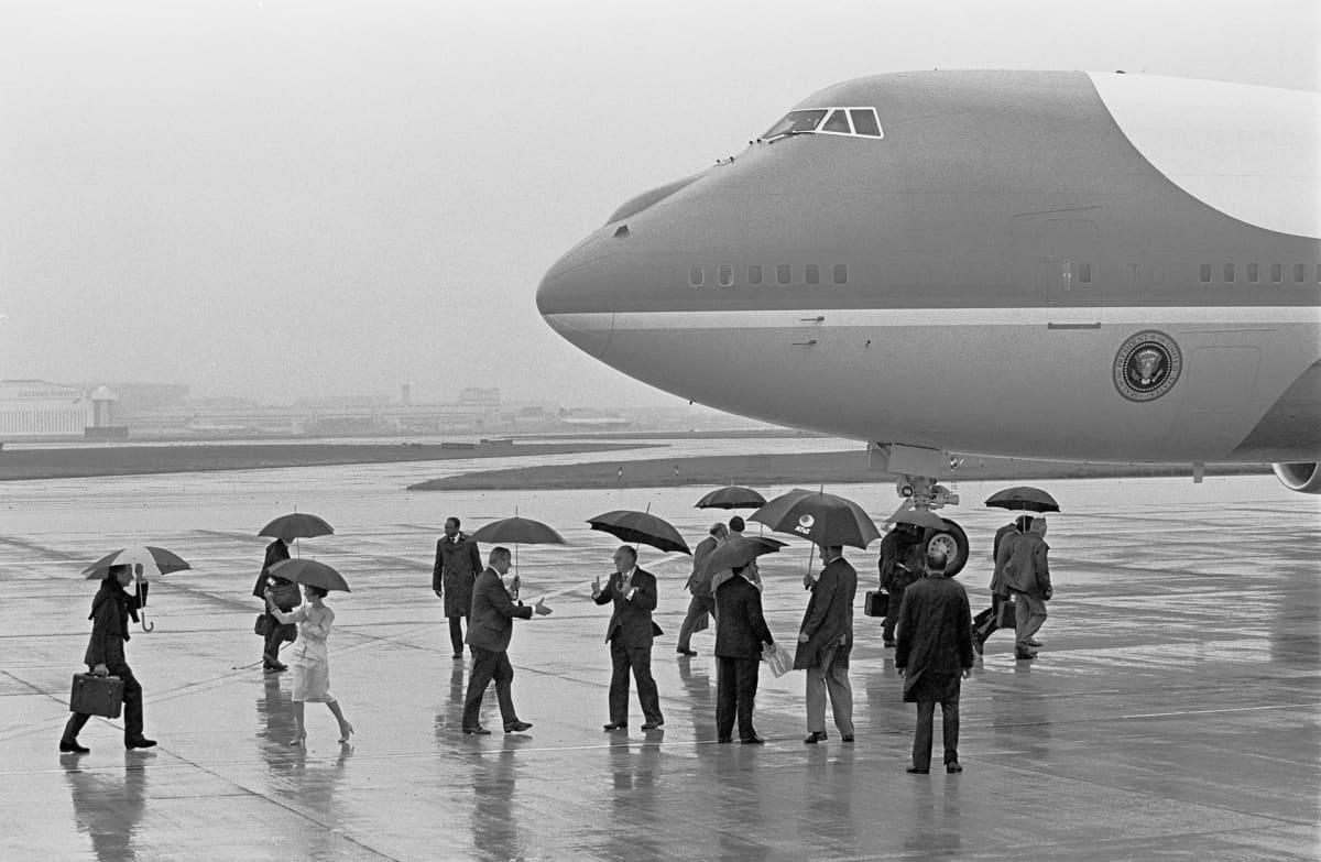 George Bush lähdössä Lontoon kentältä G7-kokouksen jälkeen vuonna 1991.