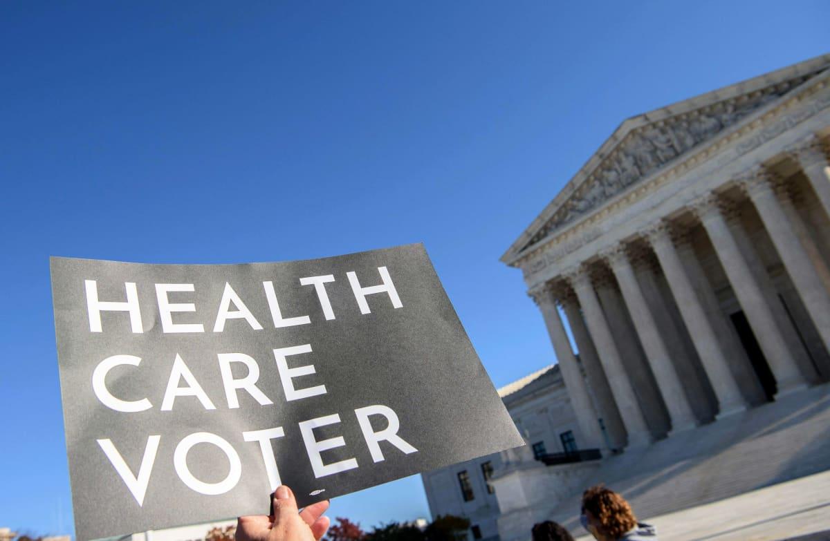 Terveydenhuoltouudistukseen liittyvä mielenosoitus Washingtonissa.