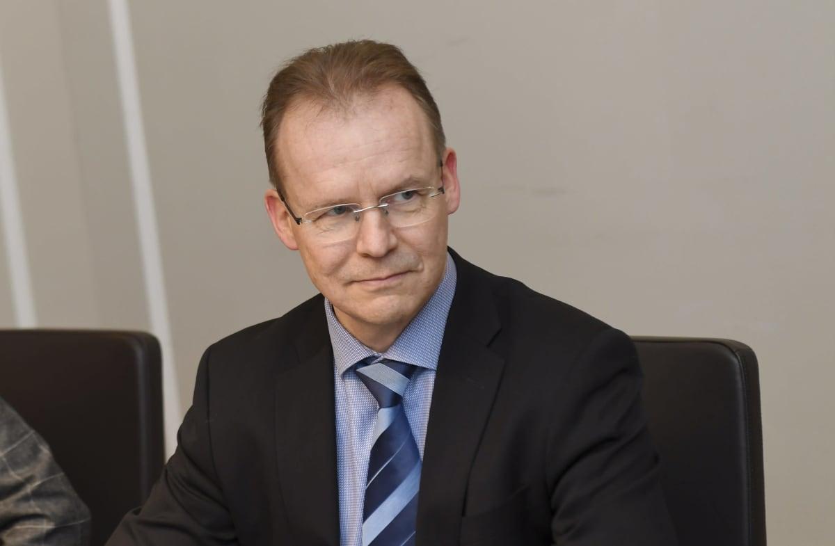 Teknologiateollisuus ry:n neuvottelija Jarkko Ruohoniemi (kuvassa) jatkoi teknologiateollisuuden toimihenkilöiden työriidan sovittelua valtakunnansovittelijan toimistolla sovittelija Jukka Ahtelan johdolla 4. helmikuuta.