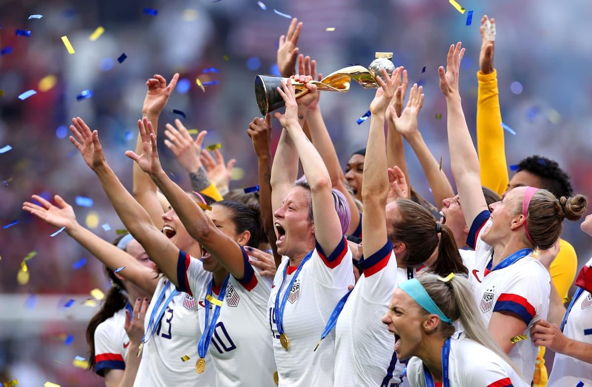 Yhdysvallat juhlii MM-kultaa.