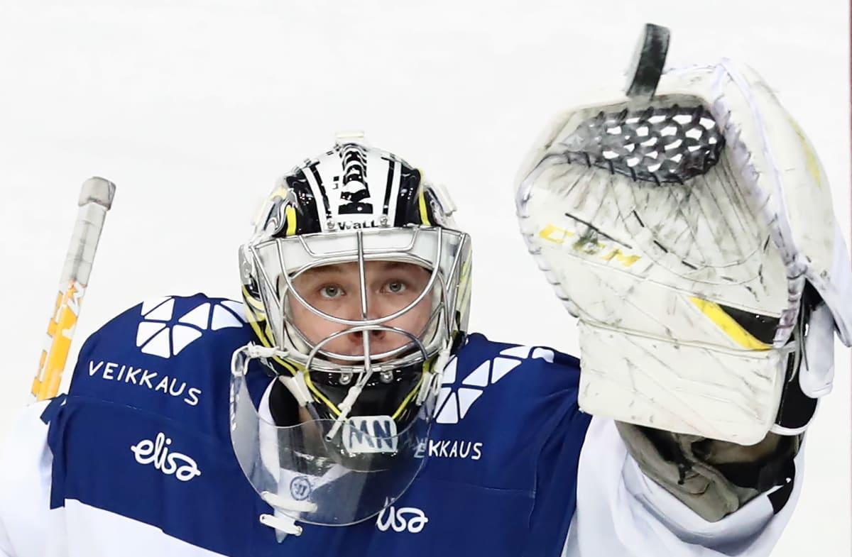 Veini Vehviläinen vaktar målet i EHT-turneringen i Stockholm 2019.