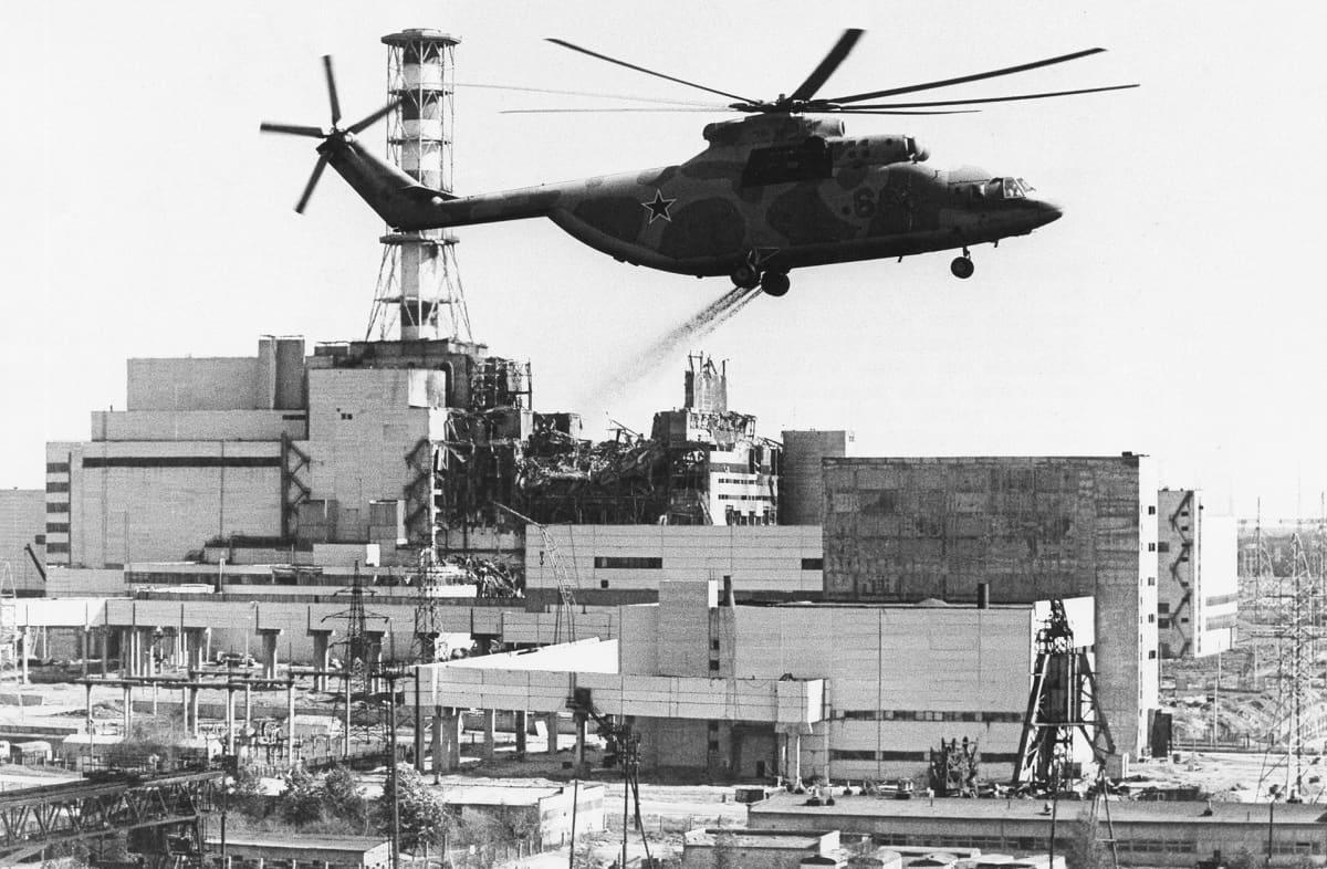 Tshernobylin tuhoutunut ydinvoimala toukokuussa 1986.