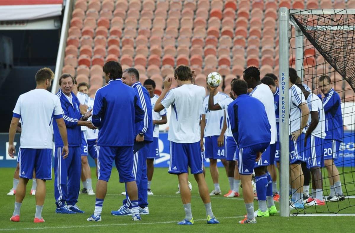 Dynamo Kiovan joukkue harjoituksissa