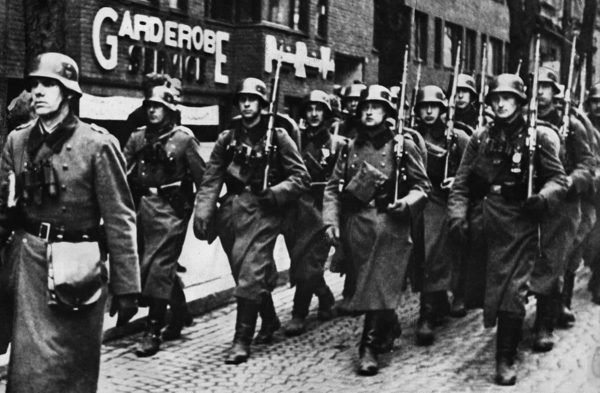 Saksalaissotilaita marssimassa Oslossa 9. huhtikuuta 1940.