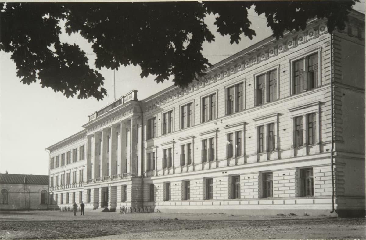 Haminan Reserviupseerikoulun päärakennus 1930-luvulla