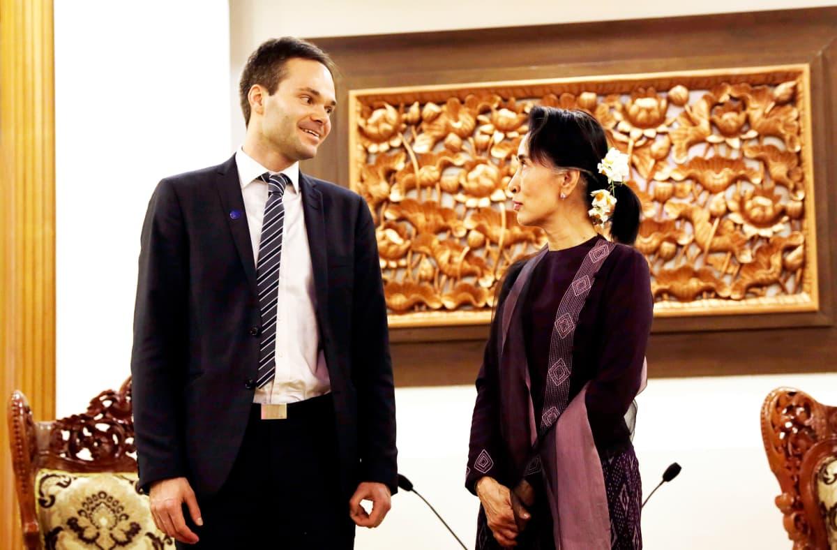 Kai Mykkänen ja Aung San Suu Kyi