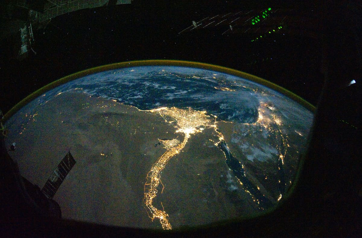 Niilin suistoalue kuvattuna yöaikaan kansainväliseltä avaruusasemalta.