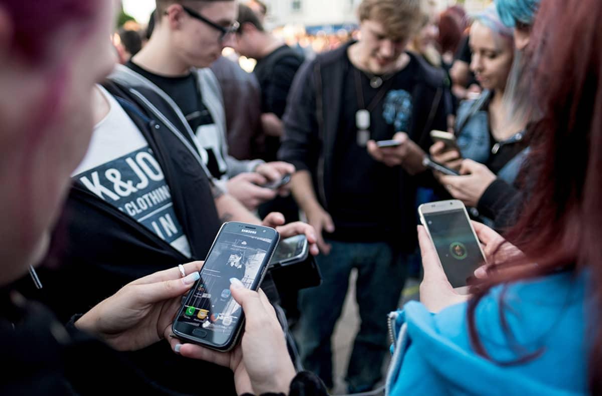 Pokemon go -pelin pelaajia Saksassa.