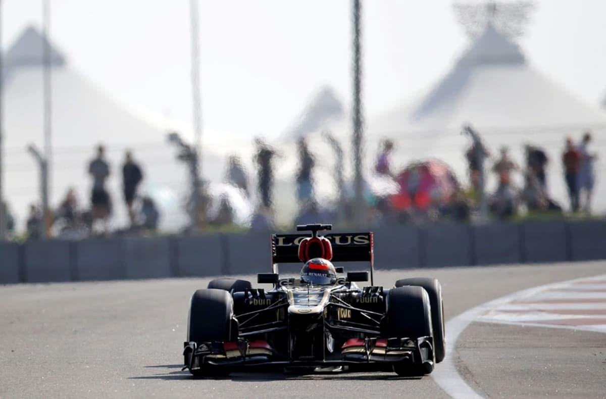 Kimi Räikkönen vauhdissa Abu Dhabin radalla.