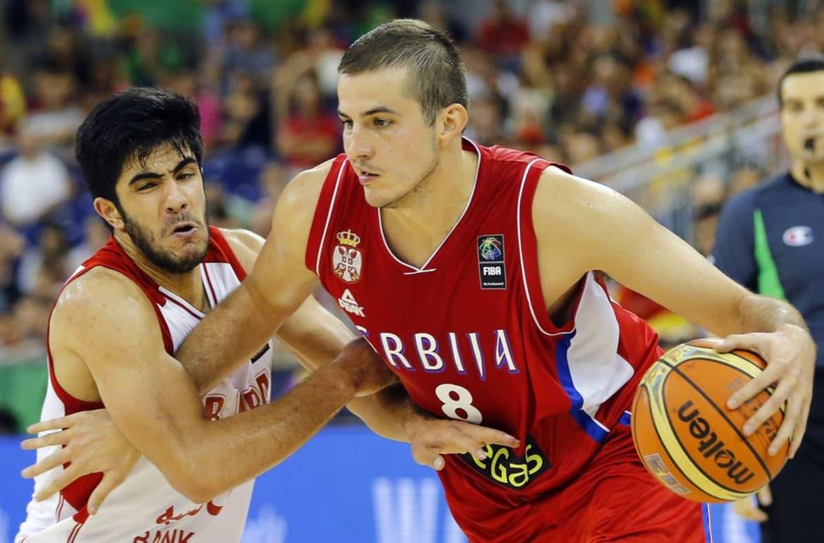 Serbian Nemanja Bjelica ottelussa Irania vastaan MM-kisoissa 2014.
