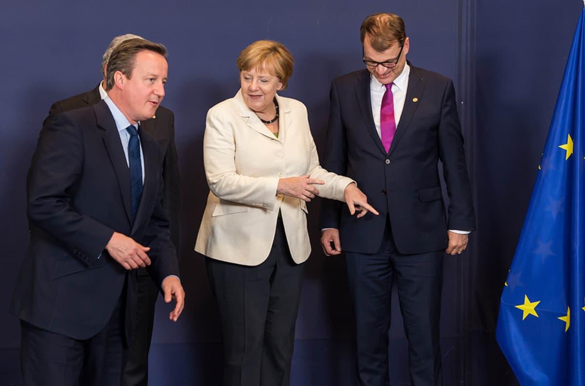 David Cameron, Angela Merkel ja Juha Sipilä Brysselissä tiistaina.