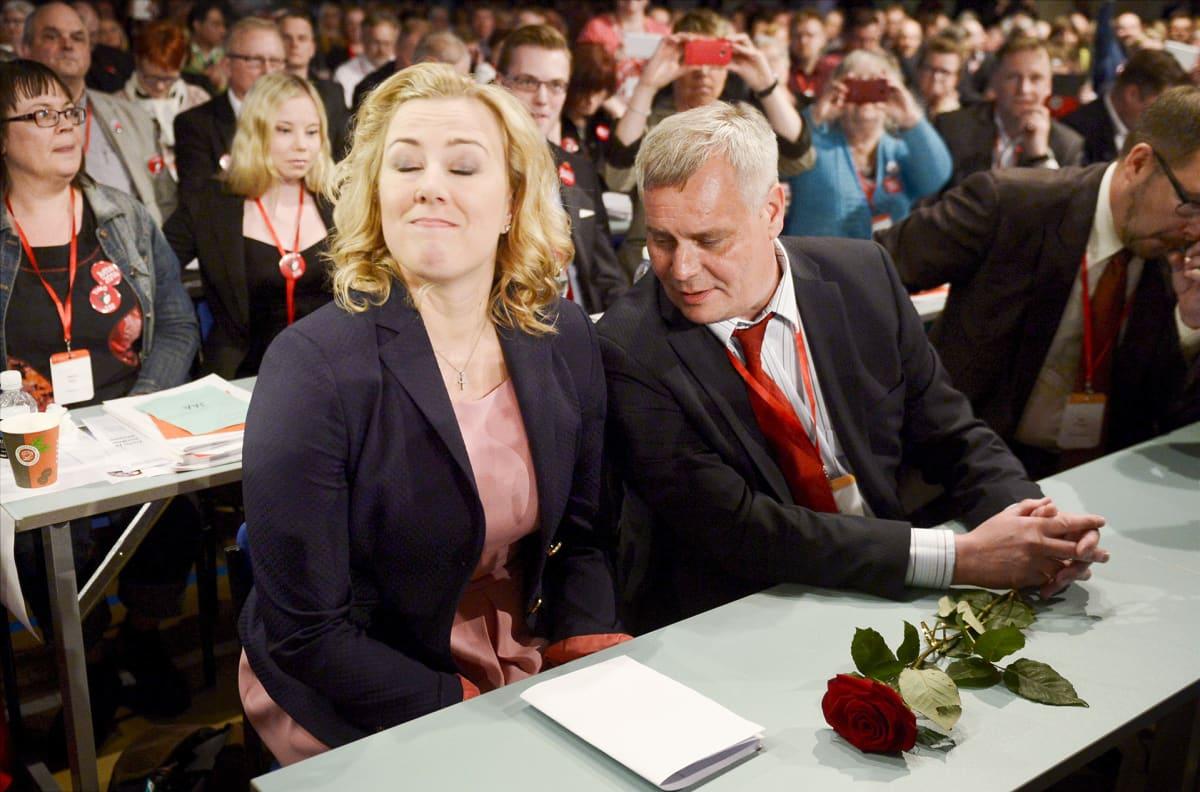 SDP:n puheenjohtajaksi valittu ammattiliitto Pron puheenjohtaja Antti Rinne ja äänestyksen hävinnyt Jutta Urpilainen puoluekokouksessa Seinäjoella 9. toukokuuta 2014.