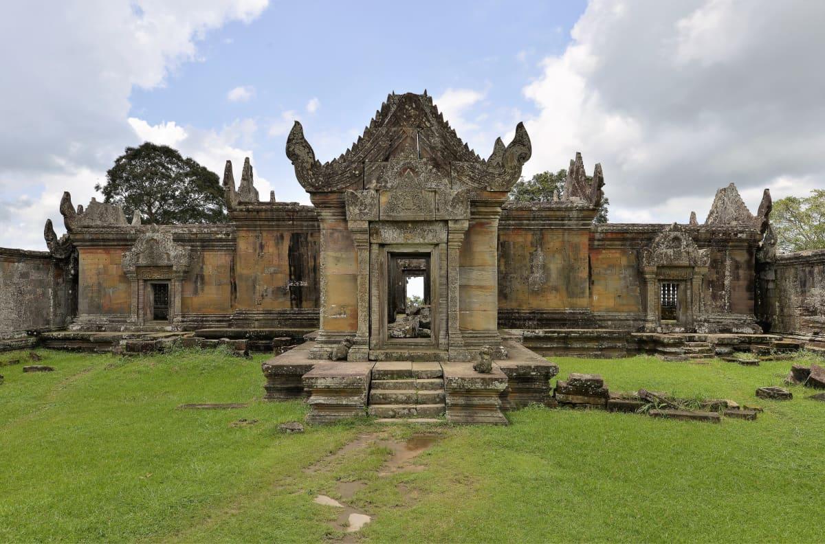 Vanhan temppelin rauniot.