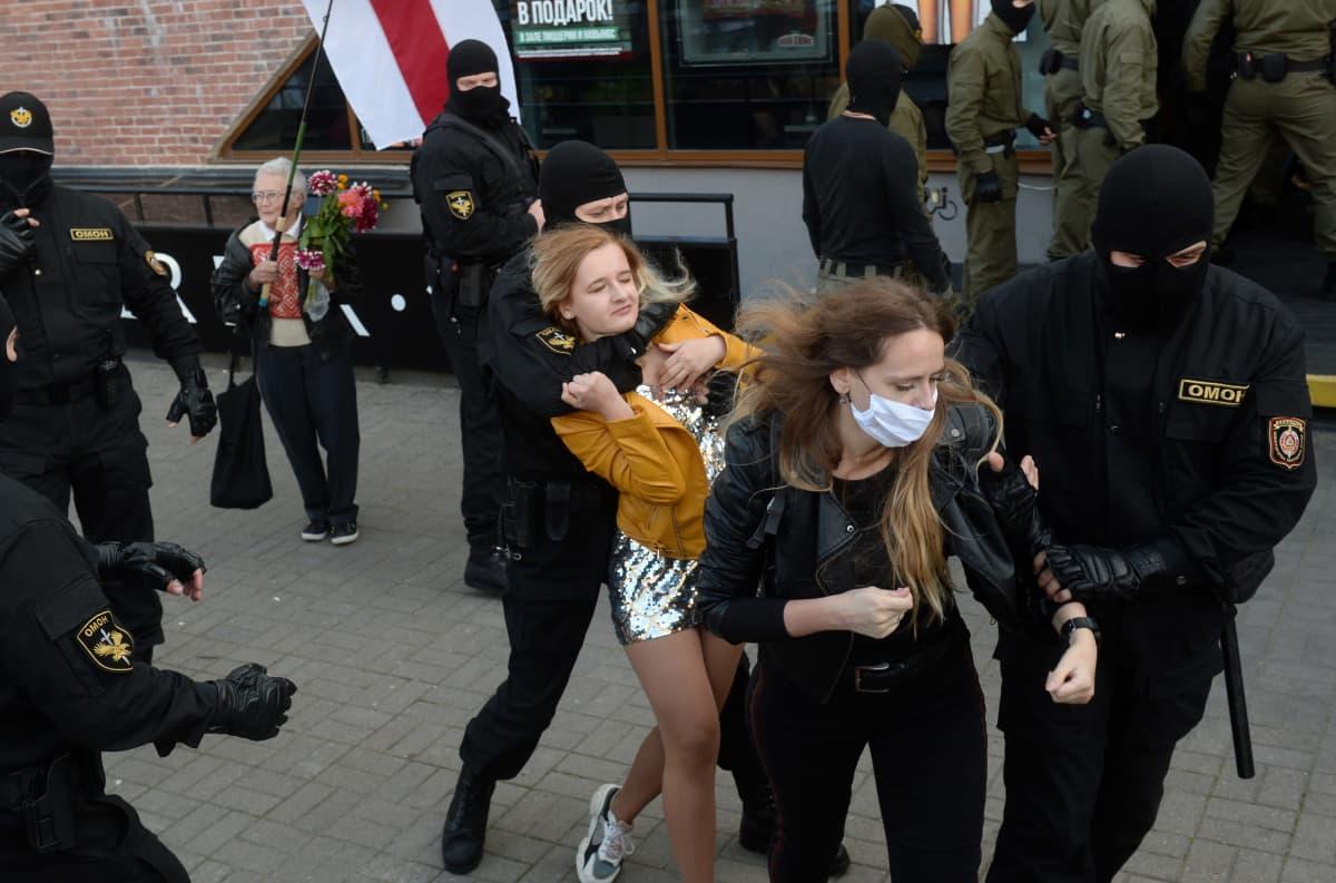 kauniita naisia etsii seksiseuraa nokia venäjän tytöt ja naiset etsii miestä oulu