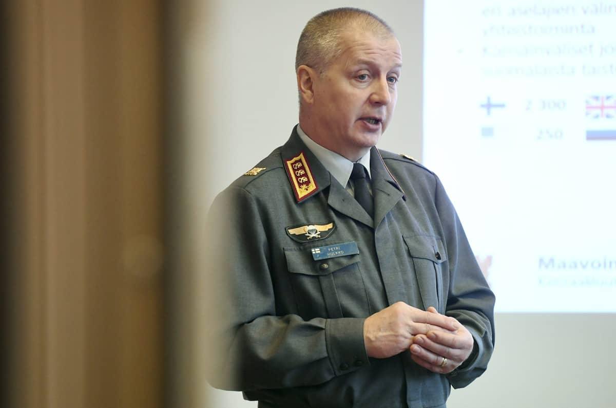 Maavoimien komentaja, kenraaliluutnantti Petri Hulkko.