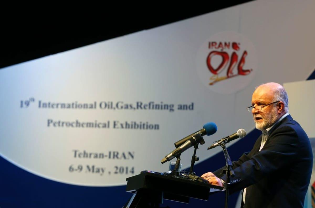 Öljyministeri puhuu kokoukselle