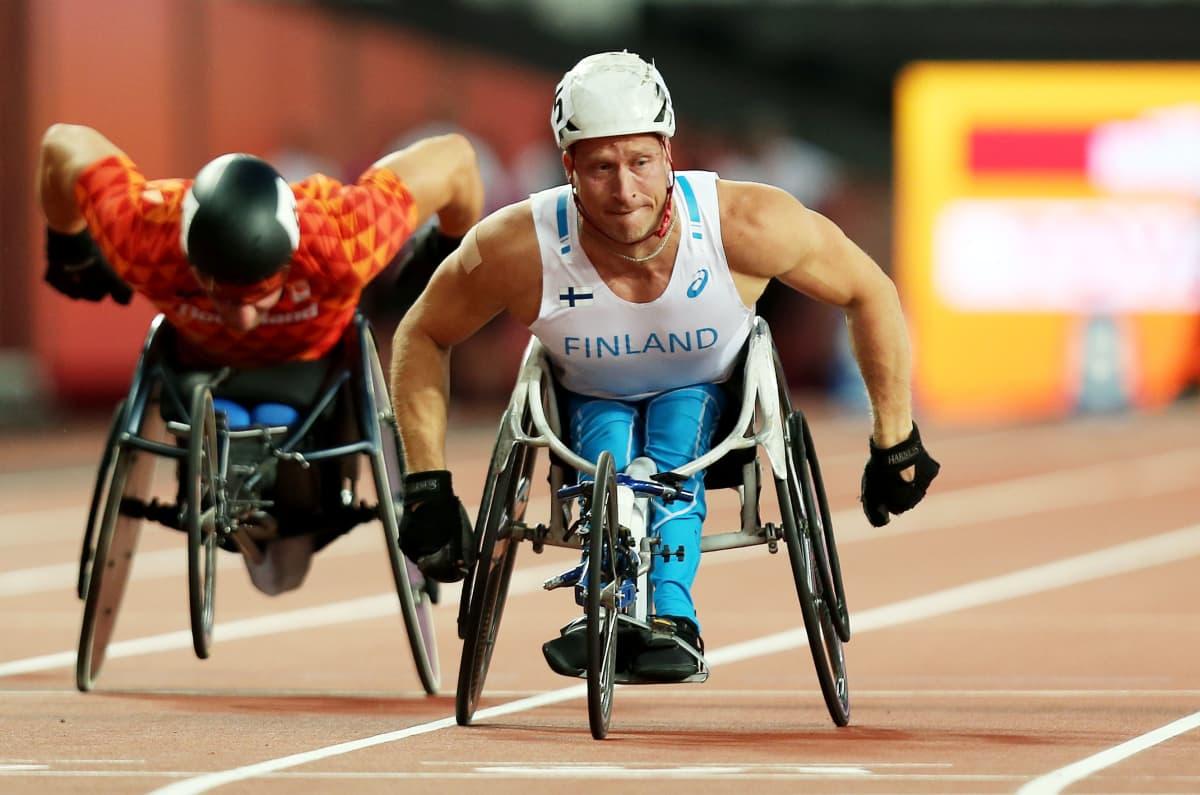 Leo-Pekka Tähti Lontoon parayleisurheilun MM-kisojen 100 metrin kisassa.