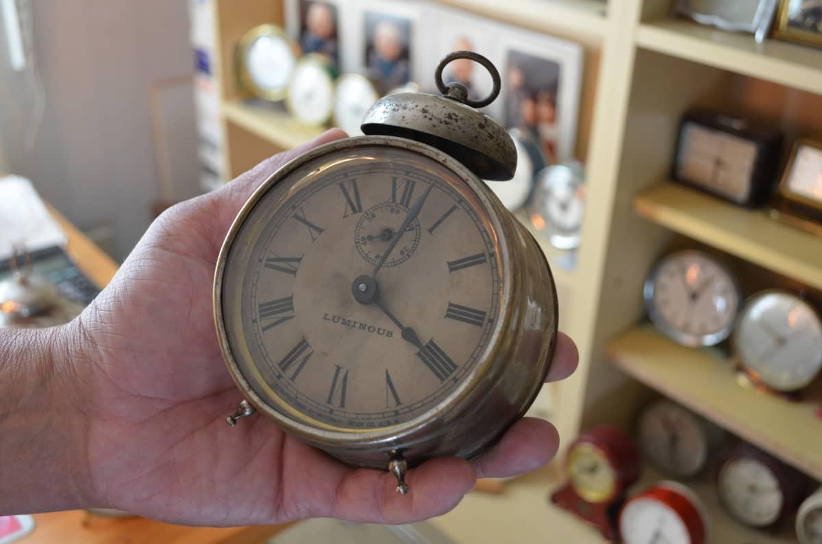 Vanha mekaaninen herätyskello