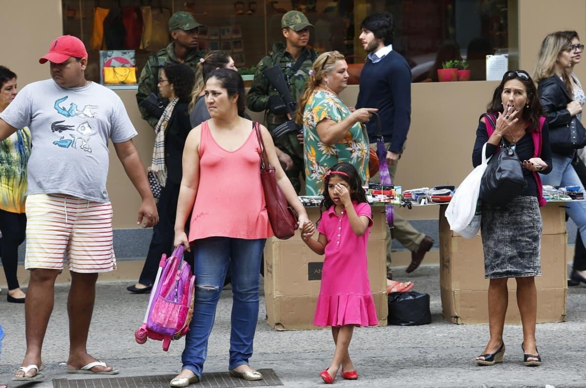 Turvajoukot vartioivat Copacabanan kaupunginosassa Riossa 3. päivä elokuuta.