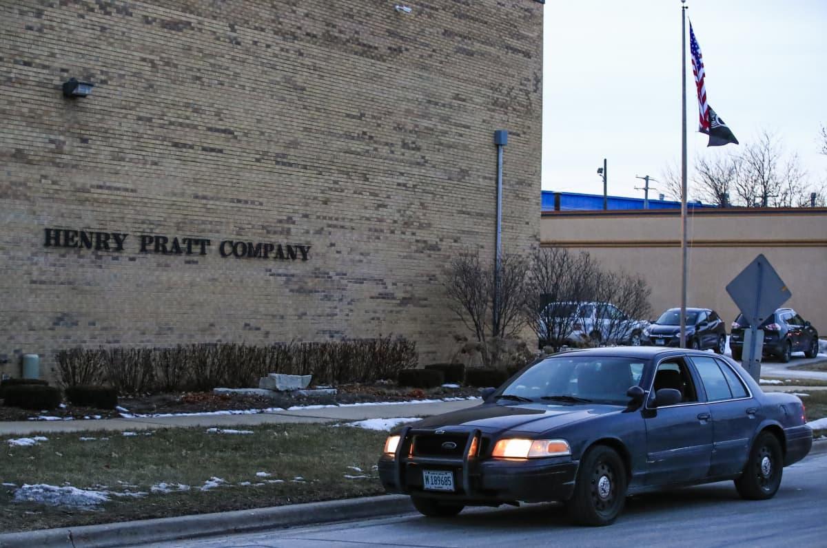 Epäillyn ampujan uskotaan työskennelleen tehdaskompleksissa, jossa hän avasi tulen.
