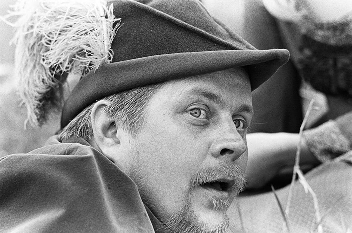 Simo Salminen Noin seitsemän veljestä -elokuvan kuvauksissa.