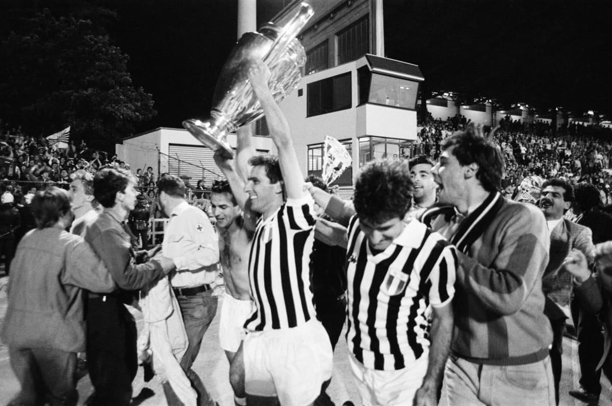 Juventus juhlii voittoa Heyselin stadionilla.