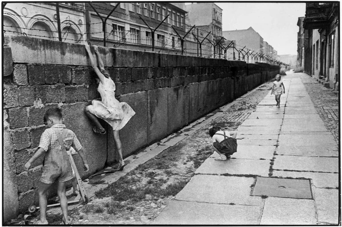 Henri Cartier-Bressonin kuva Länsi-Berliinistä.