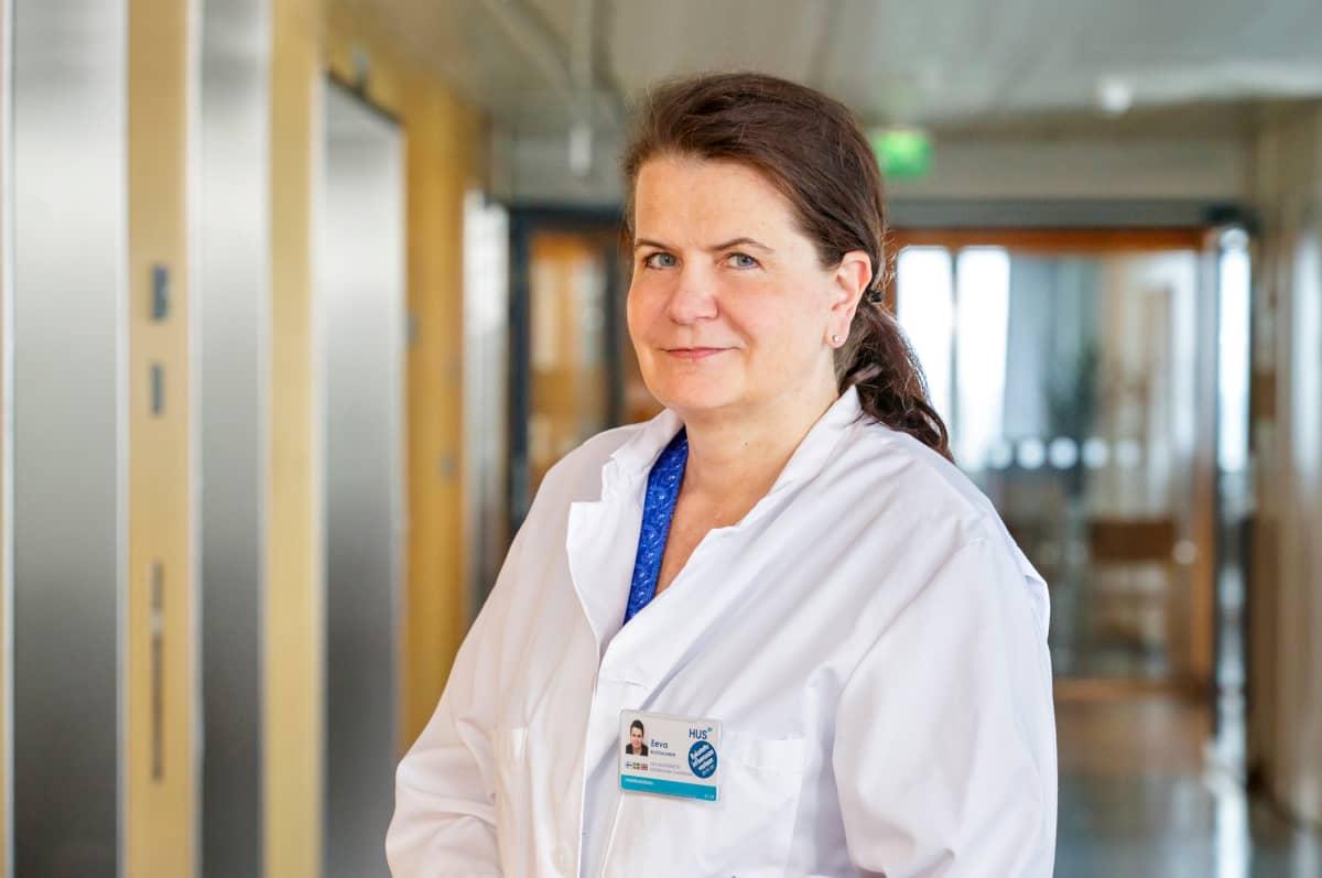 HUSin infektiotautien apulaisylilääkäri Eeva Ruotsalainen