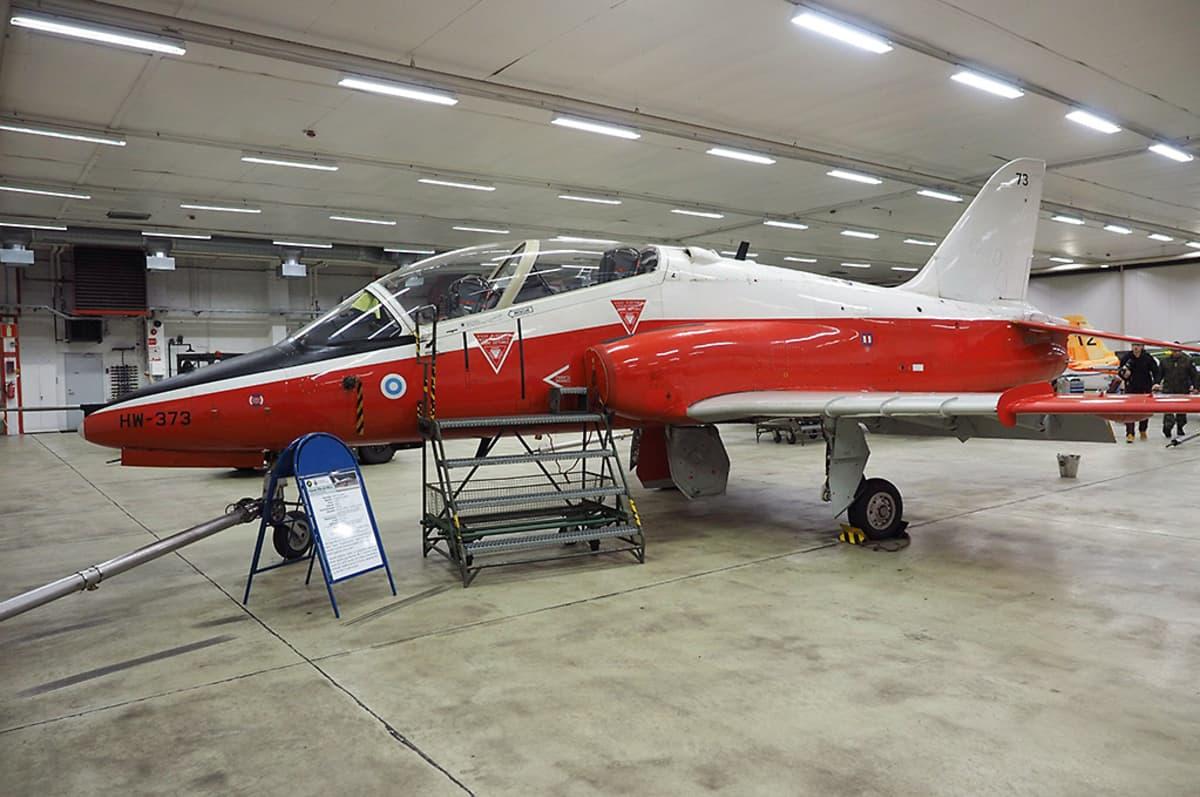 Hawk-harjoitussuihkuhävittäjä Kauhavan lentosotakoululla.