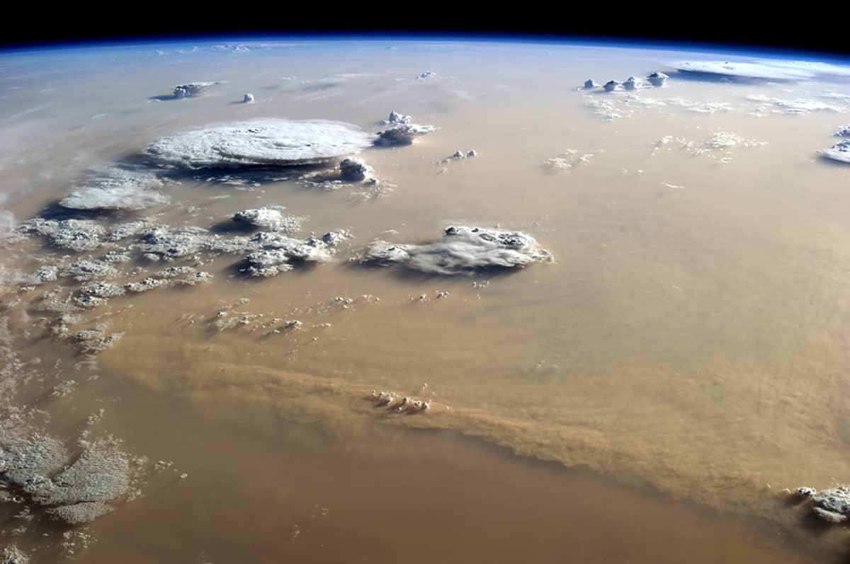 Satelliittikuva hiekkamyrskystä
