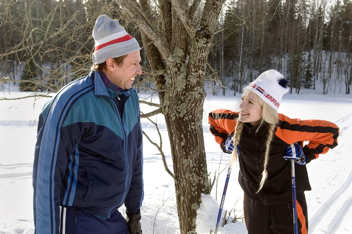 Elokuvan päärooleissa nähdään Martti Suosalo ja Pamela Tola.