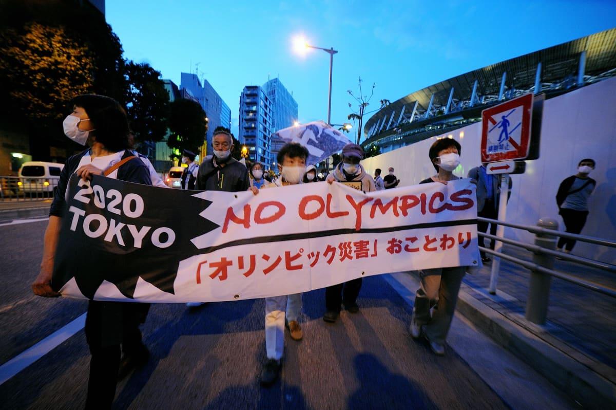 Japanilaiset vastustavat Tokion olympialaisia.