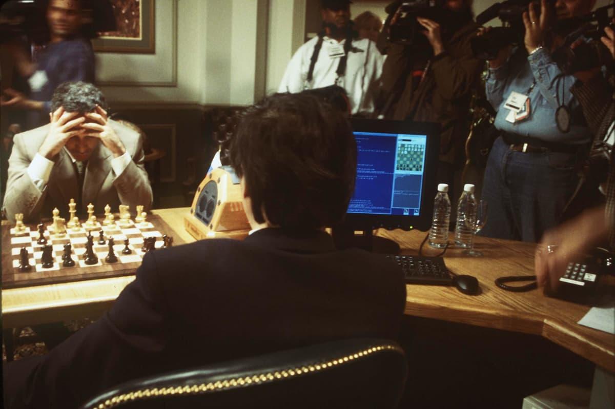 Garry Kasparov möter Deep Blue-datorn.