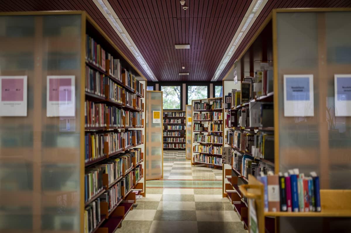 Mikkelin kirjaston käytävistä kuva.