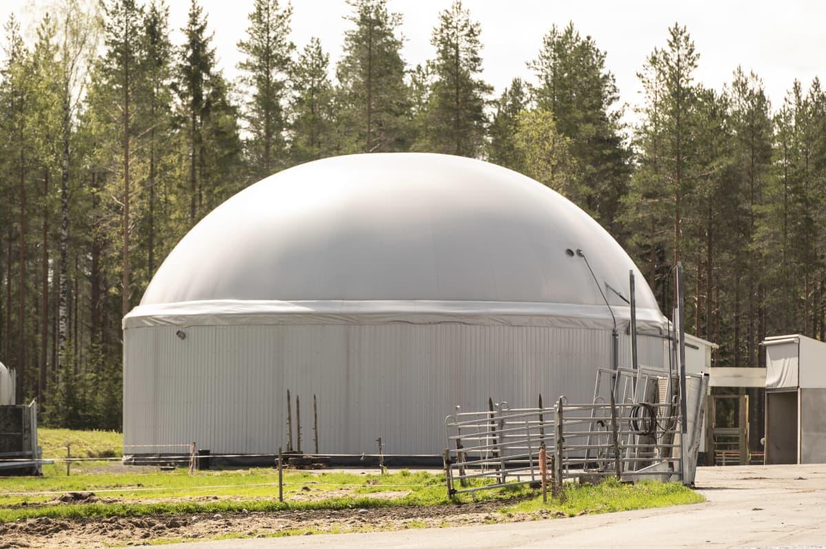 Kuvassa on biokaasulaitos Tuomo Latvalan tilalta.