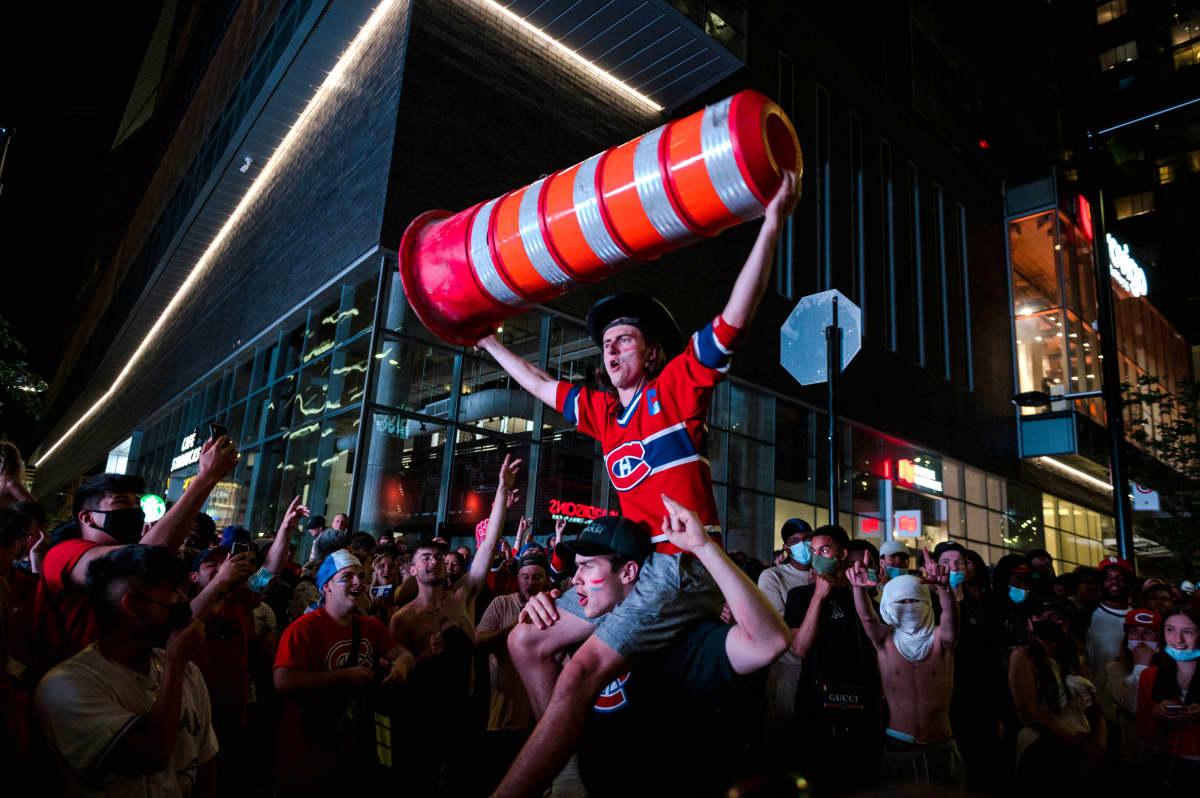 Montreal Canadiensin kannattajat juhlivat.