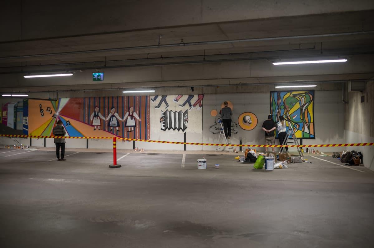 Mikkelin Toriparkin graffitiseinä.