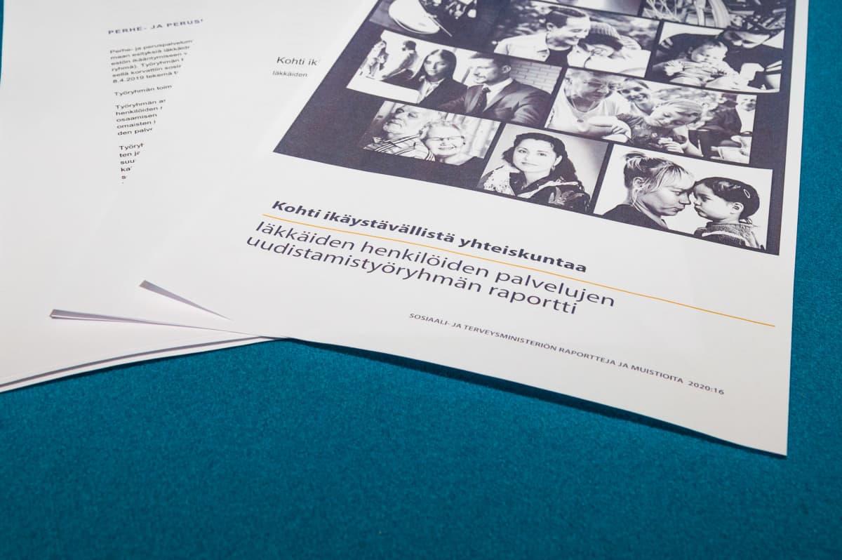 Sosiaali- ja terveysministeriön Kohti ikäystävällistä yhteiskuntaa -raportti.