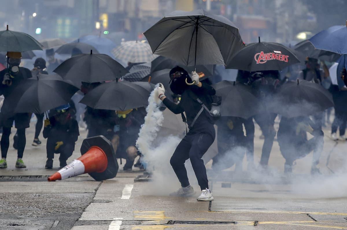 Laajat turvallisuuslain vastaiset mielenosoitukset alkoivat Hongkongissa 2019.