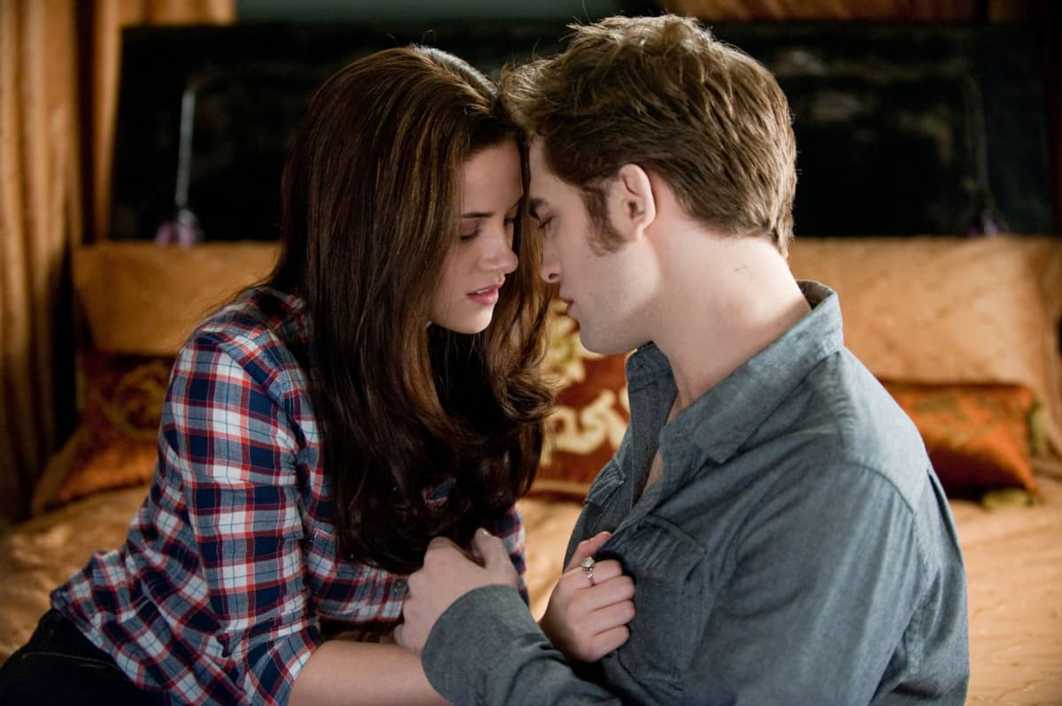 Kristen Stewart ja Robert Pattinson Elokuvassa Epäilys (Twilight Saga).