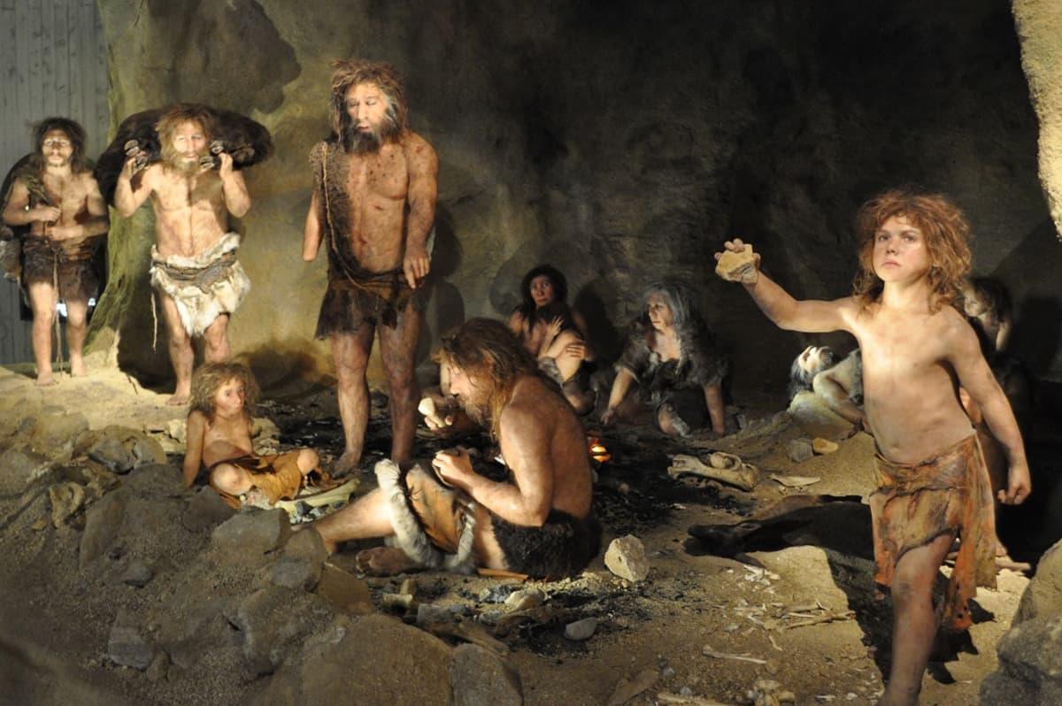 rekonstruktio neandertalilaisten luolasta