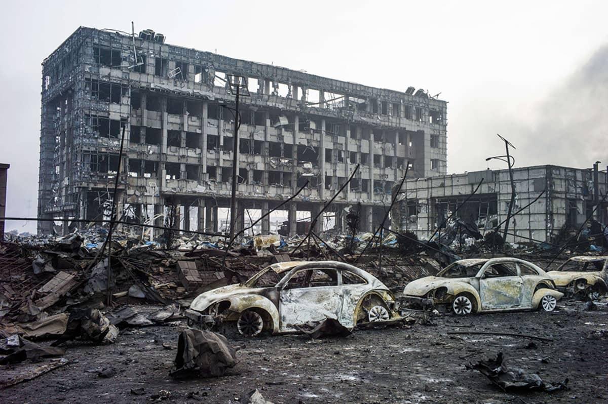 Tianjinin sataman varastoaluetta räjähdyksien ja palon jäljiltä.
