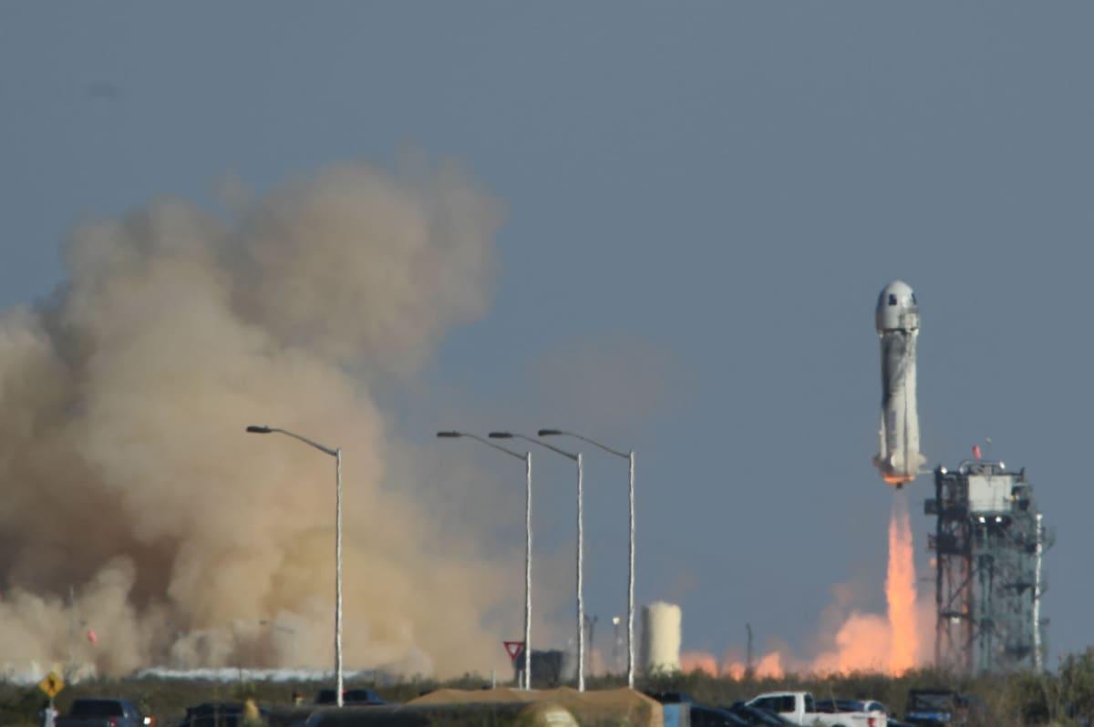 New Shepard -raketti ilmassa.
