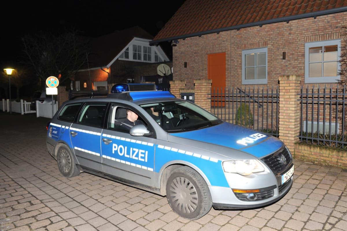 Saksalainen poliisiauto Grossburgwedelissa maaliskuussa 2012.