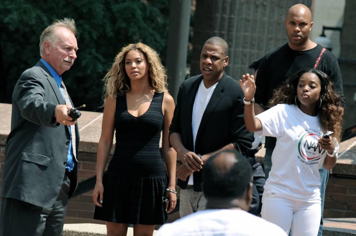 Beyoncé ja Jay-Z osallistuivat Trayvon Martinin oikeuksia puolustavaan mielenosoitukseen New Yorkissa 20. heinäkuuta.
