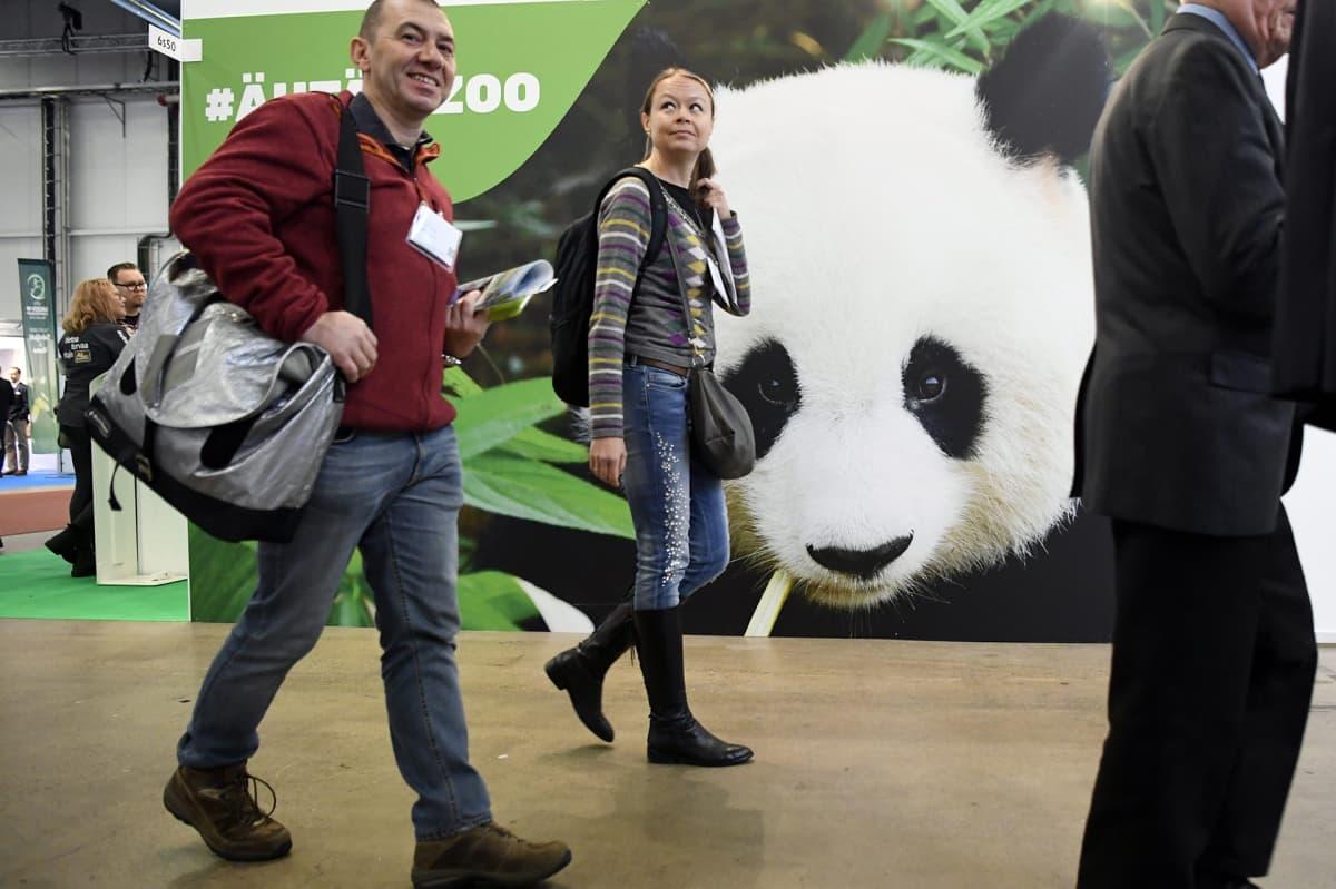 Pandan kuva Ähtäri Zoo -eläinpuiston osastolla Matka 2018 -messuilla Helsingissä