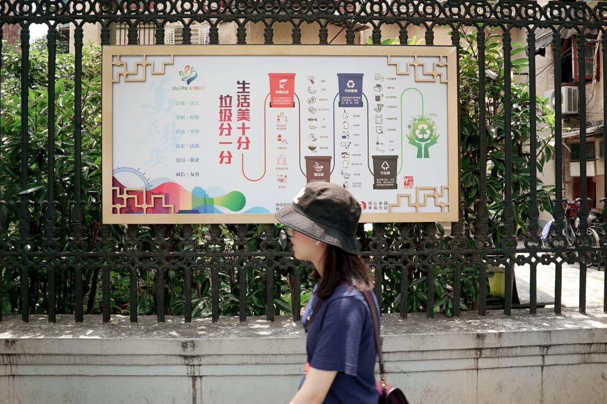 Shanghain kaduille on ilmestynyt ohjetauluja, joissa neuvotaan lajittelemaan oikein.