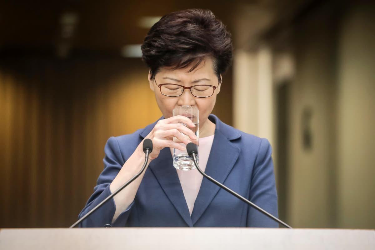 Hongkongin aluejohtaja Carrie Lam puhui lehdistötilaisuudessa 9. heinäkuuta 2019.